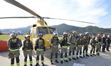 campiño-y-su-brigada-helitransportada-junto-con-los-pilotos