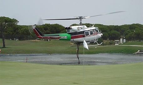 helicoptero-carga-agua-golf