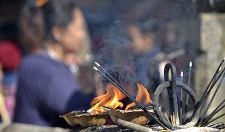 nepal-fuego-rezo