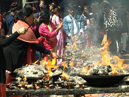 nepal-fuego-templos